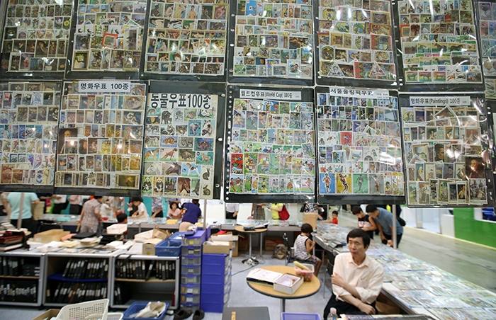 Stamps based on famous artwork, animals, the World Cup and the Seoul Olympic Games await visitors at the PHILAKOREA 2014 World Stamp Exhibition. (photo: Jeon Han)